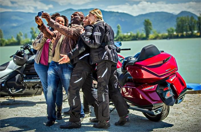5 tips: overtuig je beste vriend of vriendin om te gaan motorrijden!