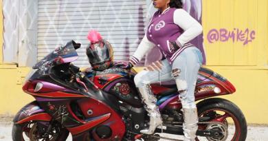 Minidocu:-Motorclub-strijdt op-stiletto's-voor-gelijke-vrouwenrechten