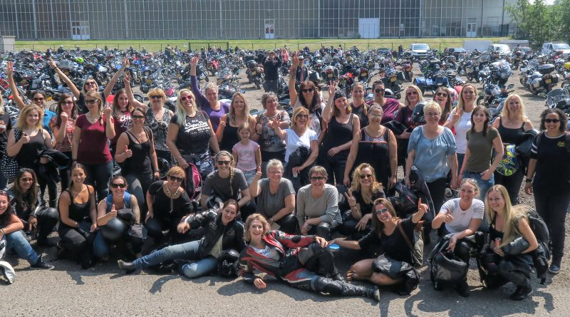 spectaculaire_entree_Girls-ride-out