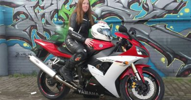 Sonja met haar Yamaha YZF R1