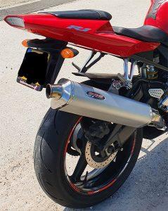 Sonja's Yamaha R1 met BOS uitlaat