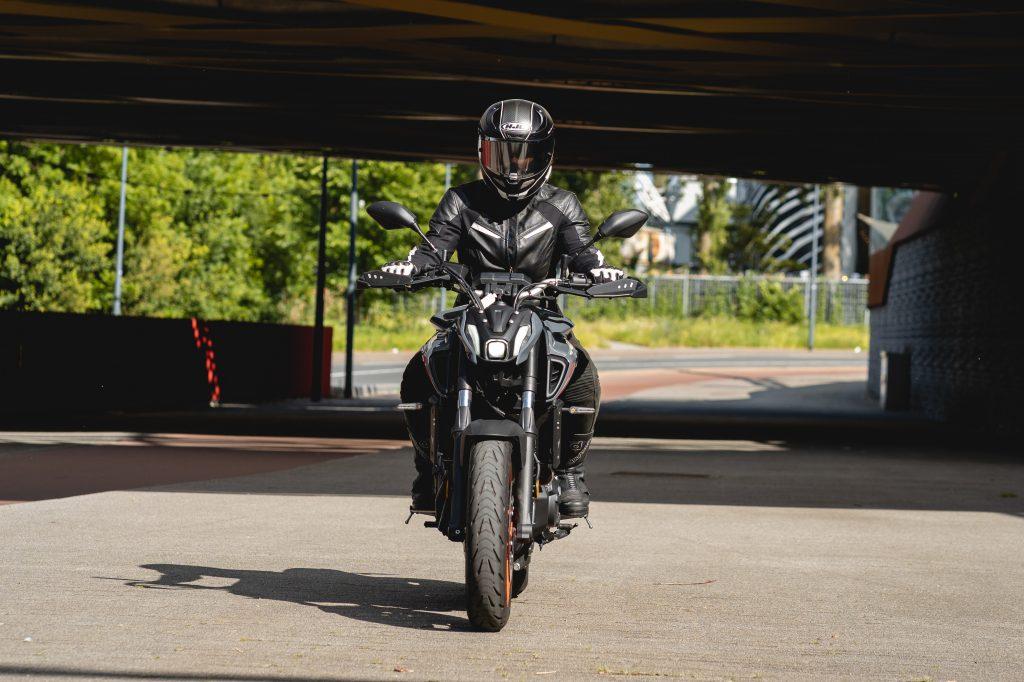 Ellen en de Yamaha MT-07